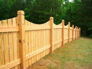 Обслуживание деревянного забора