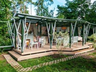 Беседка в загородном доме: особенности размещения и строительства