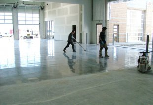 Как производится полировка бетонного пола