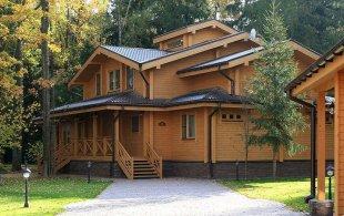 Достоинства и недостатки дома из клееного бруса